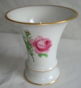Große Fürstenberg Kelch Vase.Rote Rose.Höhe 13 cm.
