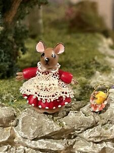 Vintage Miniature Dollhouse Artisan Sculpted Clay Girl Mouse 1:48 Italy Apples