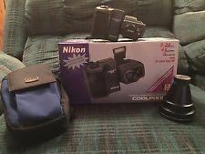 Nikon COOLPIX 995 3.34 MP Digital Camera - Black