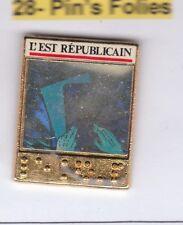 M8# Pinsfolies Pin's Badge Media Presse ecrite Edition L'est republicain