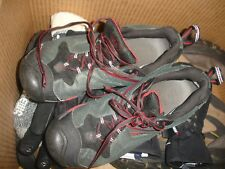Women's Keen keen dry hiking shoes in great condition size 9.