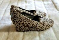 Toms Calypso Snow Leopard Print Peep Toe Wedge Heels Size 9.5 Animal Womens Shoe