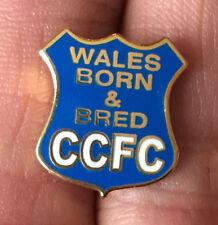 Cardiff City CCFC nacido y criado Pequeño Esmalte Pin Insignia