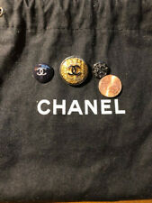 Chanel lot of 3 buttons and small dust bag. Authentic .