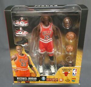 MAFEX No.100 MAFEX Michael Jordan Chicago Bulls Medicom Toy Japan NEW
