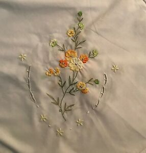 """Beautiful White Embroidered Tablecloth [88"""" x 68""""] 6 Matching Napkins"""