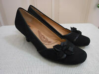 Women's SOFFT 8.5 N Black Suede Leather Flower Dress Stacked Heels Pumps Shoes