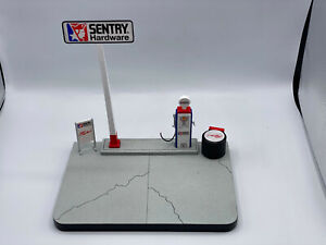 Spec Cast Sentry Hardware 1/25 Diecast Base Display For Collectible Car w Box