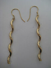 9ct Oro Amarillo Largo Ondulado Pendientes