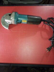 "Makita 9553NB 4"" 6 Amp Corded Lightweight Angle Grinder"