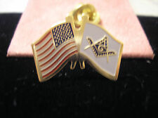 HAT PIN/LAPEL PIN - CROSSED U. S. AND MASONIC FLAGS