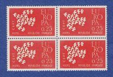 Timbres avec 4 timbres sur les oiseaux