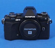 Olympus OM-D E-M5 Mark II schwarz Gehäuse  Vitrinenmodell