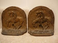 S51 VINTAGE NATIVE AMERICAN INDIAN BRAVE WARRIOR HORSE CAST IRON BOOKENDS GOLD