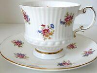 VTG Elizabethan Tea Cup & Saucer Fine Bone China England Footed Floral Gold Trim