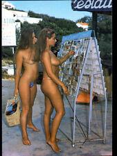 ILE DU LEVANT (83) NATURISME / FEMME chez MARCHAND de CARTES POSTALES au VILLAGE