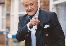CORONATION STREET: ROBERT VAUGHN 'MILTON FANSHAW' SIGNED 6x4 ACTION PHOTO+COA