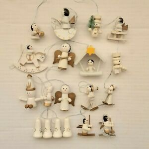 VINTAGE STYLE COLLECTION OF 19 SMALL WOODEN CHRISTMAS TREE DECORATIONS..