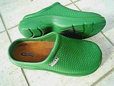 NEW Town & Country green lightweight patterned CLOGGIES--Size 7 UK adult.
