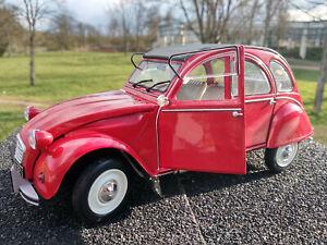 Citroën 2CV 6  échelle1/18eme rouge longueur 19cm Solido,métal, neuve