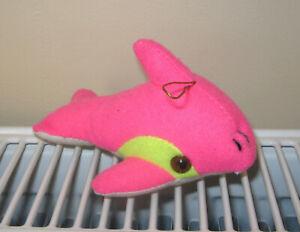 Peluche doudou dauphin rose à suspendre
