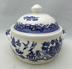 Churchill of England - Blue Willow - a round Covered Vegetable Dish w/Lid - New