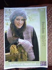 Knitting Pattern, écharpe avec poches, et béret pour les femmes, Aran Poids Fil
