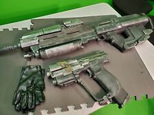 Custom made /painted Halo Reach Assault Rifle & UNSC magnum, Cosplay /display