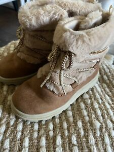Carters Toddler Girls Boots, size 10, L@@K!