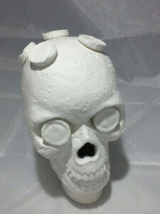 Large Ceramic Skull Frag Holder w/ 7 Plugs Frag Station (Includes 7 Plugs)