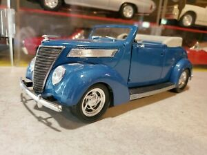 Road Legends 1937 Ford Deluxe Convertible 1:18 Scale Diecast '37 Car Barn find