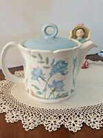 RETRO SADLER TEAPOT WHITE WITH BLUE FLORAL DESIGN four 8oz cups capacity