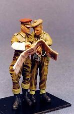 """Resicast 1/35 """"2nd Left"""" British MP & Officer Looking at Map (2 Figures) 355552"""