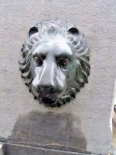 tête de lion pour fontaine en bronze , décoration mural , étang , jet d eau .