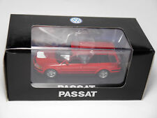 VW Passat B5 / 3B Variant Kombi break in rot rouge rosso red, Schuco 1:43 DEALER