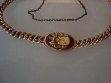 Altes goldenes Armband mit Wappen