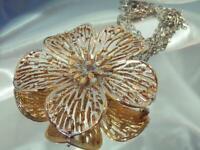 WOW WOW Vintage 70's Pretty Mellow Gold Tone Large Flower Pendant Necklace 515d0