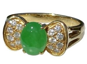 Bright Apple Green Oval Jade Cabochon Diamond 18K Yellow Gold Vintage Bow Ring
