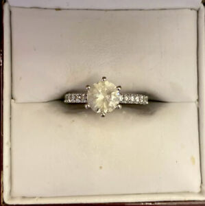 Gorgeous 18carat Solitaire Ring