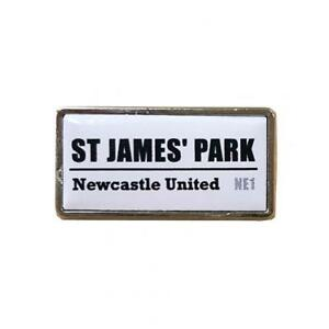 Newcastle United F.C - Metal Badge (SS) - GIFT