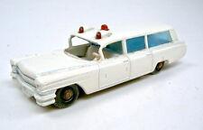 Matchbox RW 54B Cadillac Ambulance bespielt