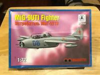 Maquette MiG-9UTI Soviet Fighter Jet 1/72 Scale Model Kit MQS-03