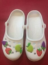 Scarpe simili alle crocs - bianche con disegni di frutta  - N° 35 - Usate