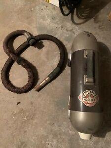 Saugling Staubsauger Modell 4, antik, mit Saugschlauch und Kabel