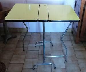 Table de cuisine pliante en formica