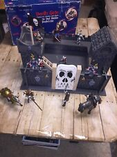 Le Toy Van Wooden Devils Gate W/10 Figures 10 Figures And 2 Horse! Wow!