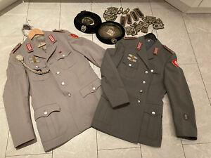 Konvolut:Frühe Bundeswehr-Uniformjacken,Schirmmützen,Aufnäher…