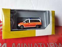herpa---Vito Bus--Notarzt Bundeswehr--BW Fuhrparkservice---700504