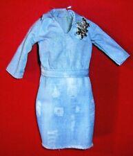%***Barbie Fashionistas Kleidung,Jeanskleid mit Brosche***%