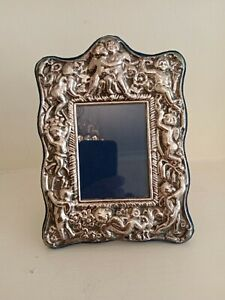 VINTAGE CHERUBS SILVER PLATED PICTURE FRAME WONDERFUL QUALITY AND CONDITION